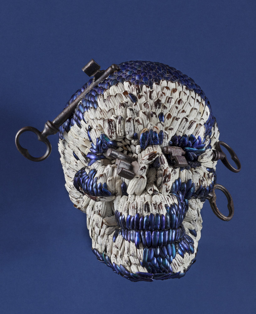 Jan Fabre, Skull with Keys of Hell, 2013, galleria Il Ponte, Firenze