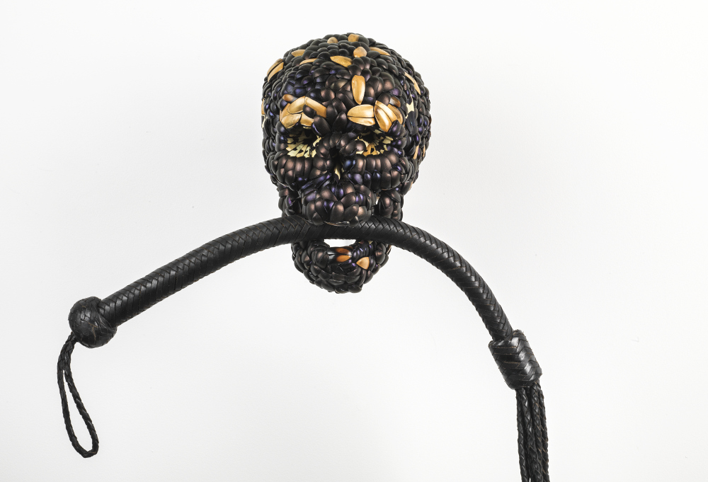 Jan Fabre, Skull with Whip, 2013, galleria Il Ponte, Firenze_2