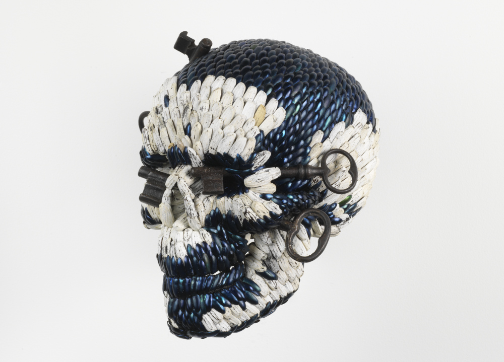 Jan Fabre, Skull with the Keys of Hell, 2013, galleria Il Ponte, Firenze_3