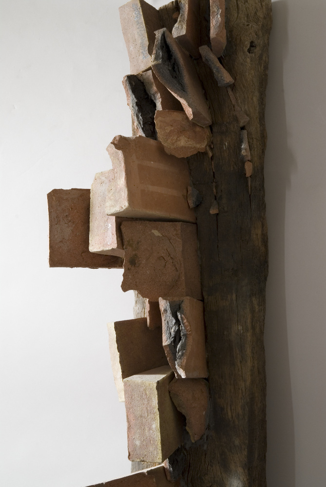 Bruno Gambone, Senza titolo (detail), 1985, wood and gres, galleria Il Ponte, Firenze