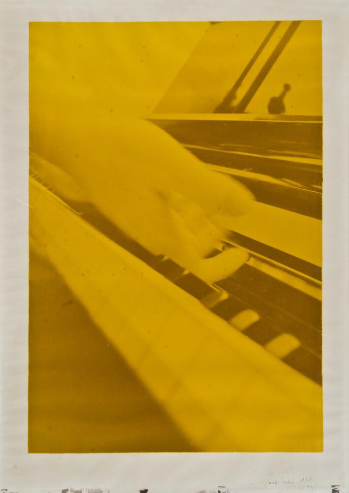 Giuseppe Chiari, Gesti sul Piano, 1979, galleria Il Ponte, Firenze