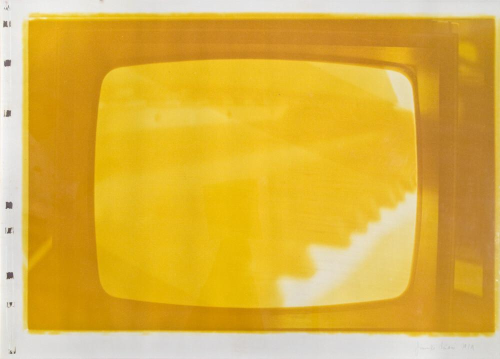 Giuseppe Chiari, Senza titolo (virata in giallo), 1979, galleria Il Ponte, Firenze