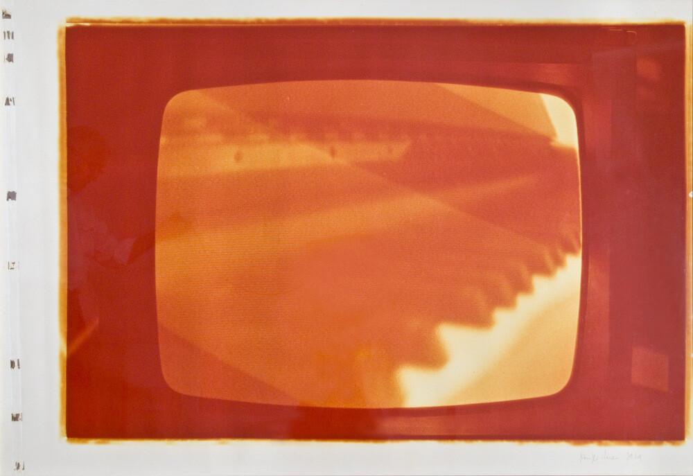 Giuseppe Chiari, Senza titolo (virata in rosso), 1979, galleria Il Ponte, Firenze