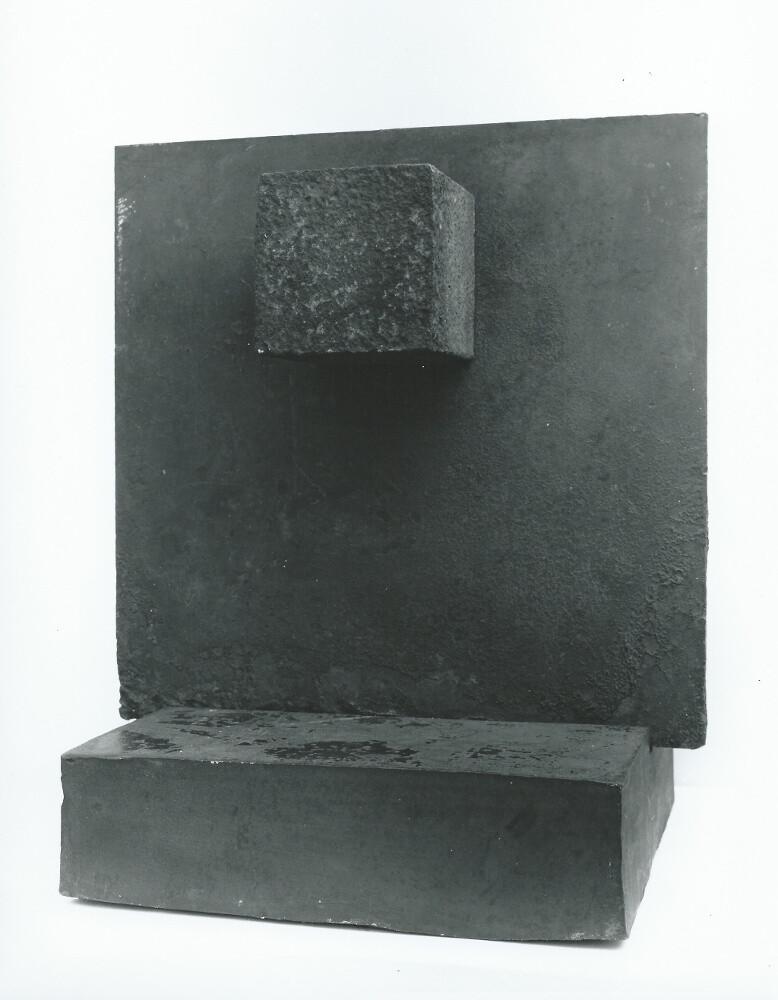 Giuseppe Spagnulo, Stele, galleria Il Ponte, Firenze