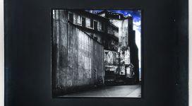 Il sogno di Davide (vista di case con cielo), 1968, Light box (b/w photograph and color diapositive in a wooden box, neon, glass, metal), 60,50 x60x16 cm