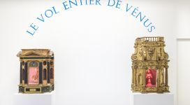 Le vol entier de Vénus, 1989, two historical carved wood tabernacles, decorated and gilded, which contain the two halves of a 1930s statuette of Botticelli's Venus on its shell